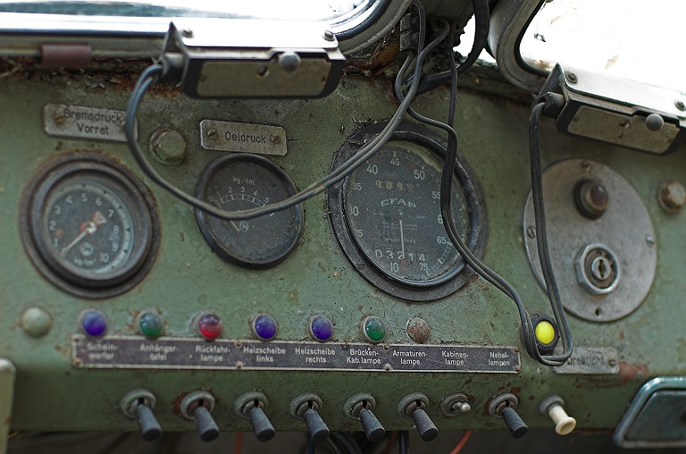 Armaturenbrett FBW Lastwagen / Dashboard of an FBW Truck